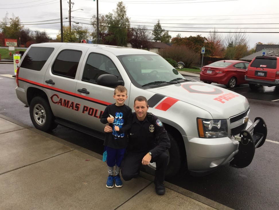 Officer Tim Fellows with an elementary student.