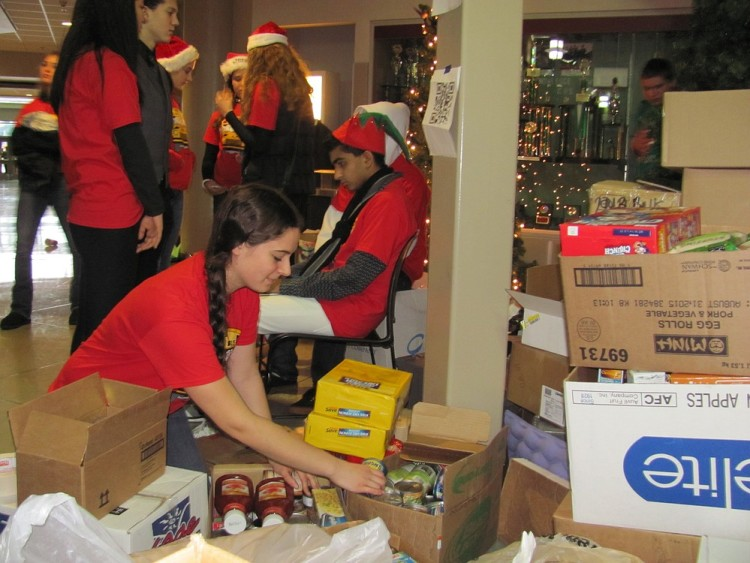 Students ready food for Stuff the Bus